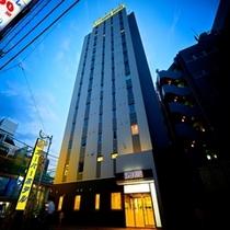 外観(夜)②【スーパーホテル新宿歌舞伎町】