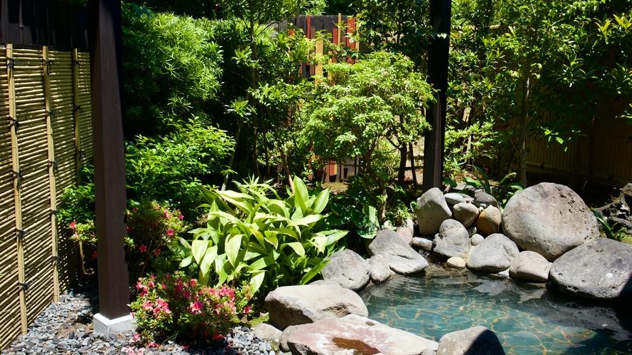 庭園にあるお風呂