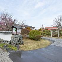 *【庭園】池もある純和風の庭園。朝はのんびりお散歩してみてはいかがですか。