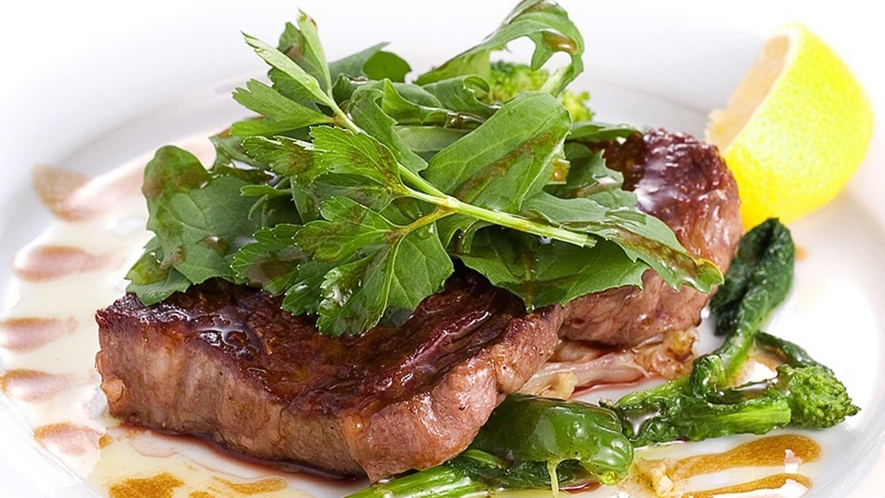 ・ジューシーな福島産牛ステーキ
