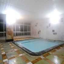 【男性風呂】展望大浴場に浸かりながら濃尾平野が一望出来ます。