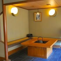 囲炉裏/「和」の雰囲気を感じられるスペースです。