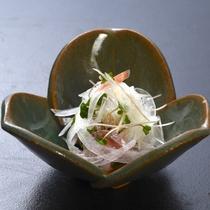 【旬菜】鯵の叩きサラダ仕立て