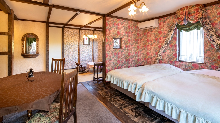 【別館2F:8号室】洗面・脱衣・トイレが一体型の欧米スタイルパウダールームタイプ。