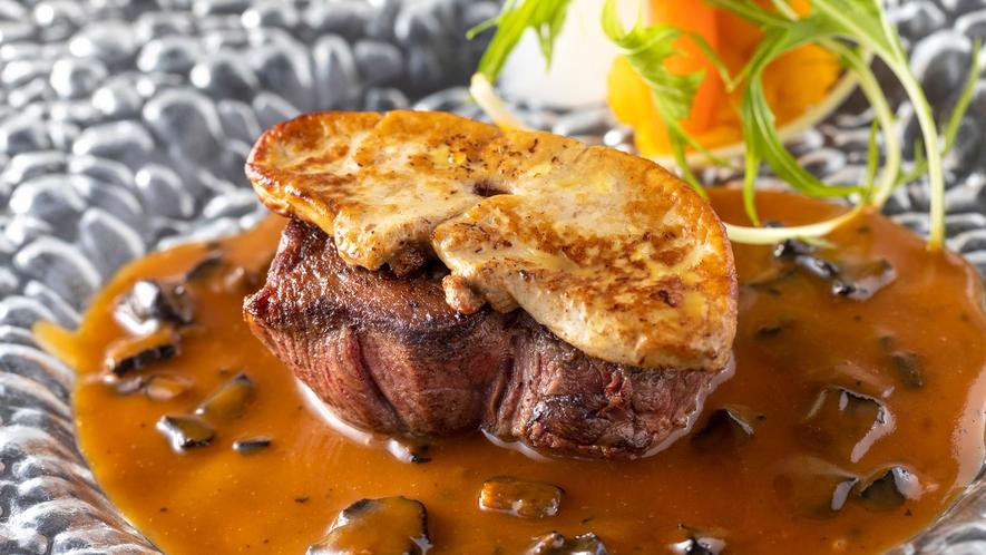 ある日のお肉料理ー牛タンの柔らか煮ー旨味溢れるお肉と、シェフ自慢の創作ソースと相性抜群。
