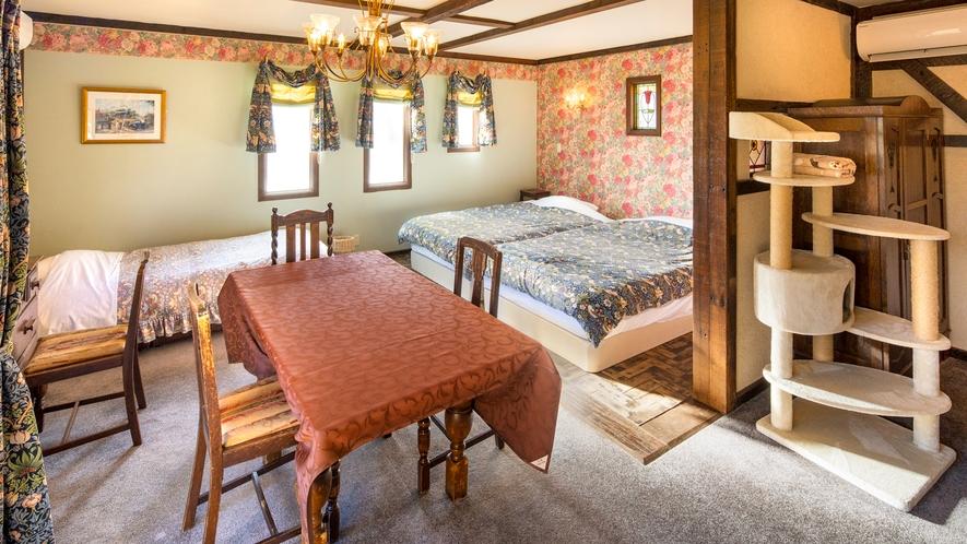【別館2F:6号室】キャットケージやキャットタワーを配置し、小動物にもおすすめの客室。