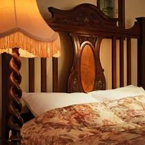◆302◆ヨーロピアンスタイルのベッドヘッドが象徴的なダブルルーム