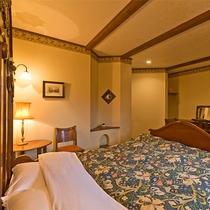 ◆302◆室内には至るところに英国直輸入のアイテムを配置。木のぬくもりあたたかな寛ぎの空間。