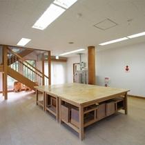 *工作室/館内には木を使ったもの作りが楽しめるこんなスペースも。
