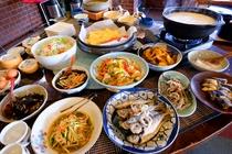 朝食バイキング・温泉湯豆腐付き。家庭的な九州郷土の味が好評です。