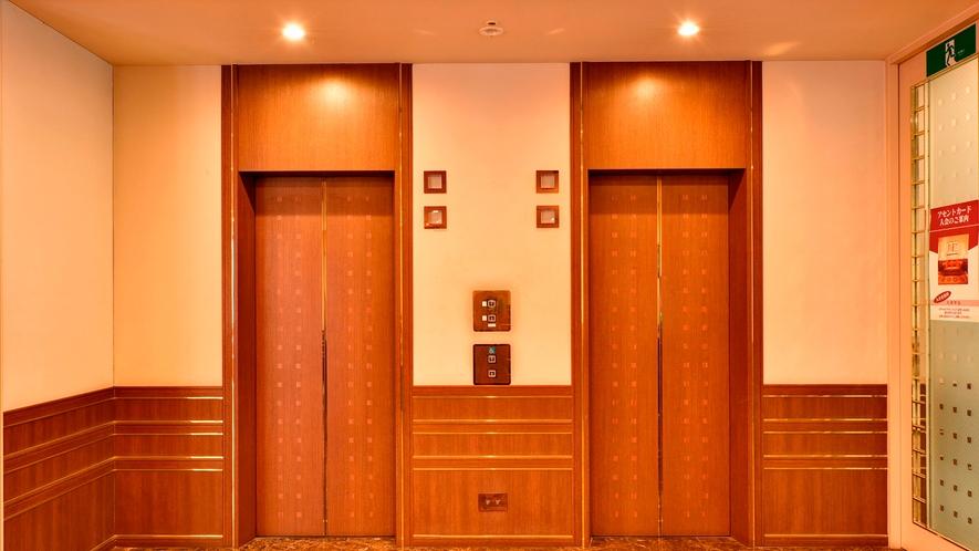 【エレベーターホール】2台のエレベーターで13Fまで楽々上がれます。