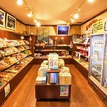 *【売店/施設】人気の商品は特製「飲むヨーグルト」。是非ご賞味ください。
