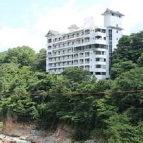 鬼怒川のほとりに佇む秘極の湯 風