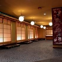 小宴会場前の昭和レトロな空間