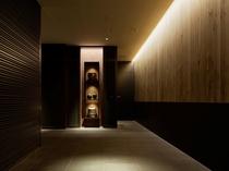 【エントランス】ホテル専用エレベーターより8階ロビーに