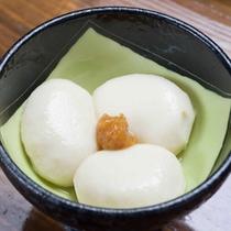 *【夕食一例】ちぎり胡麻豆腐。もちもち濃厚で特に女性の方に人気です