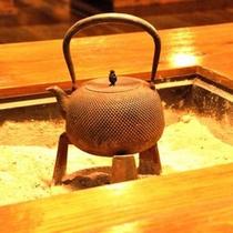 *今となっては珍しくなった囲炉裏で風情あるお食事時間を