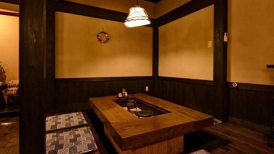 *【食事処】囲炉裏を囲んで山里料理をお楽しみください。