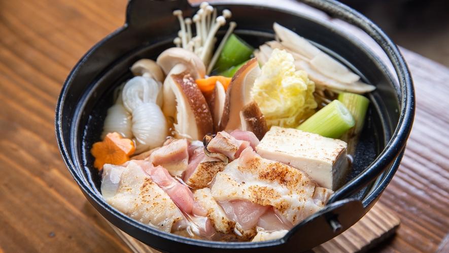 *【ハーブ鶏きのこ鍋】具沢山のお鍋は体の芯から温まる一品です。