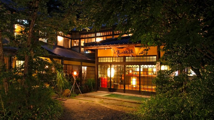 *【外観】昭和の風情を残した温泉旅館です。