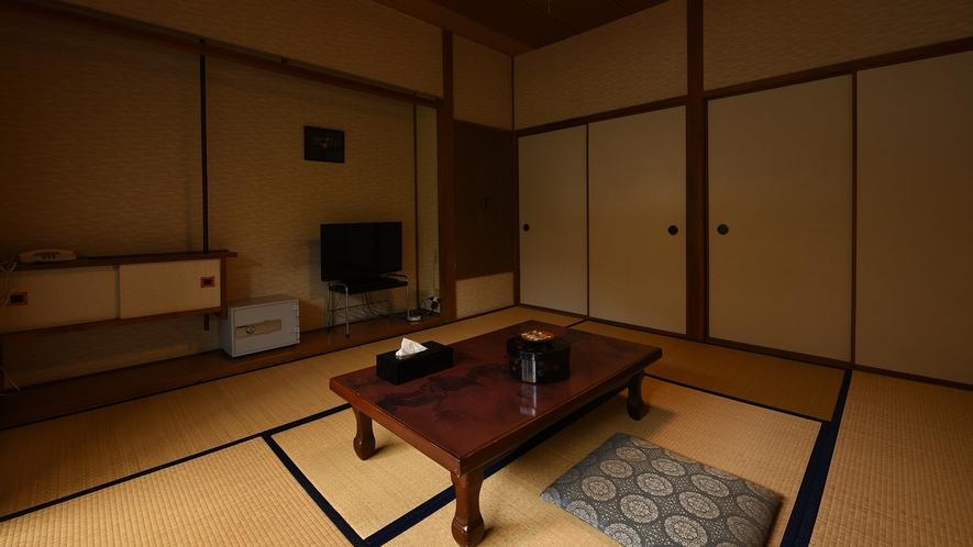 *【本館和室8畳】昔ながらの懐かしい畳のお部屋。