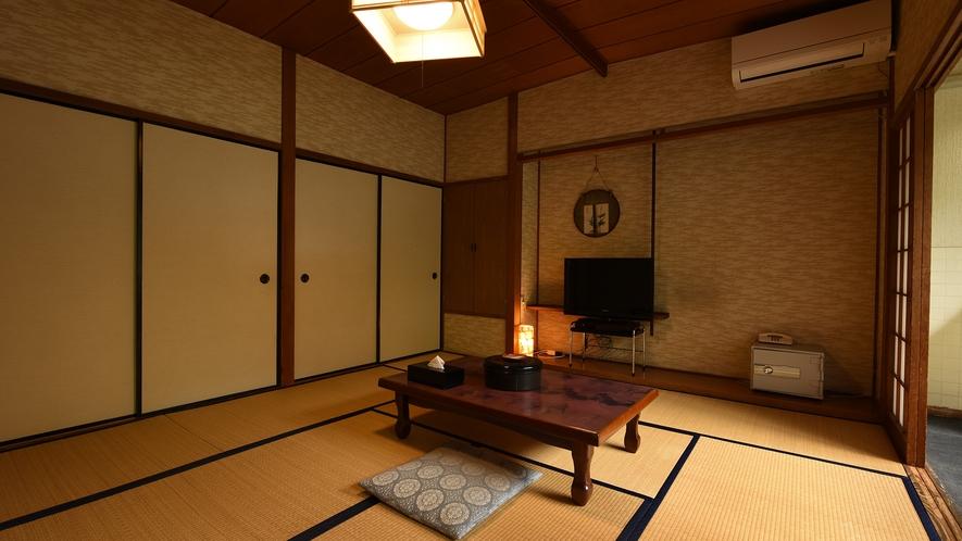 *【本館和室10畳】昔ながらの懐かしい畳のお部屋。