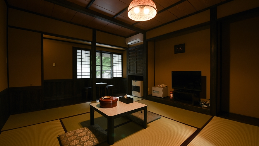 *【新館和室8畳】黒を基調とした民芸調の畳のお部屋。
