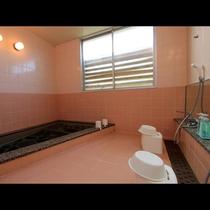 『西行の湯』宿泊棟一階にある家族風呂。貸切りのお風呂となります。(1,800円/40分)