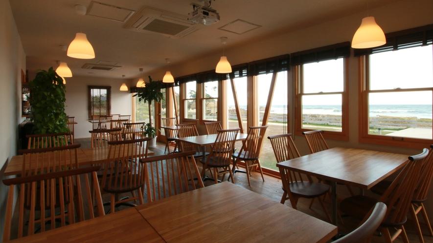 """【Cafe&Dining """"Sea-ne""""】海の水平線を身近に感じながら楽しい食事のひとときを。"""