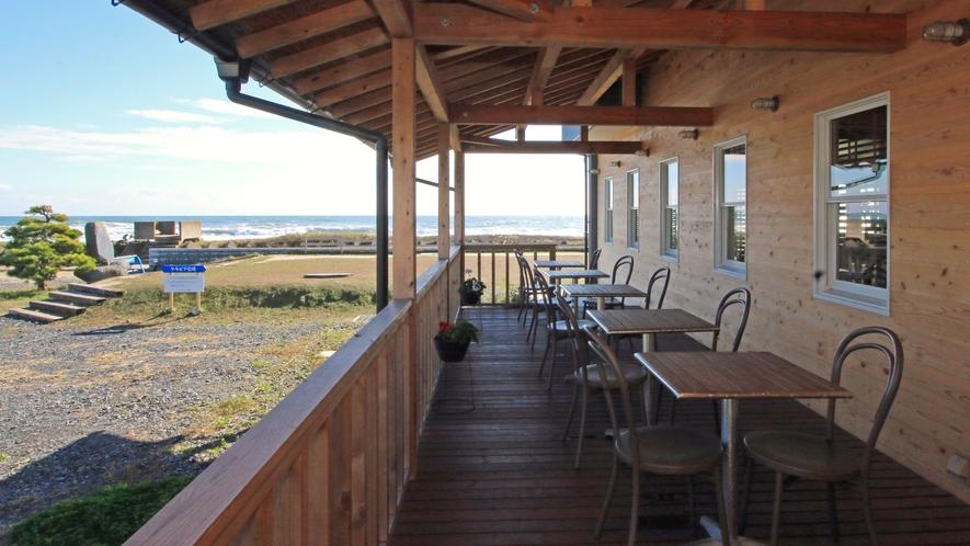 """【Cafe&Dining """"Sea-ne""""】海を眺めるテラスも。プールご利用時のお食事はこちらで。"""
