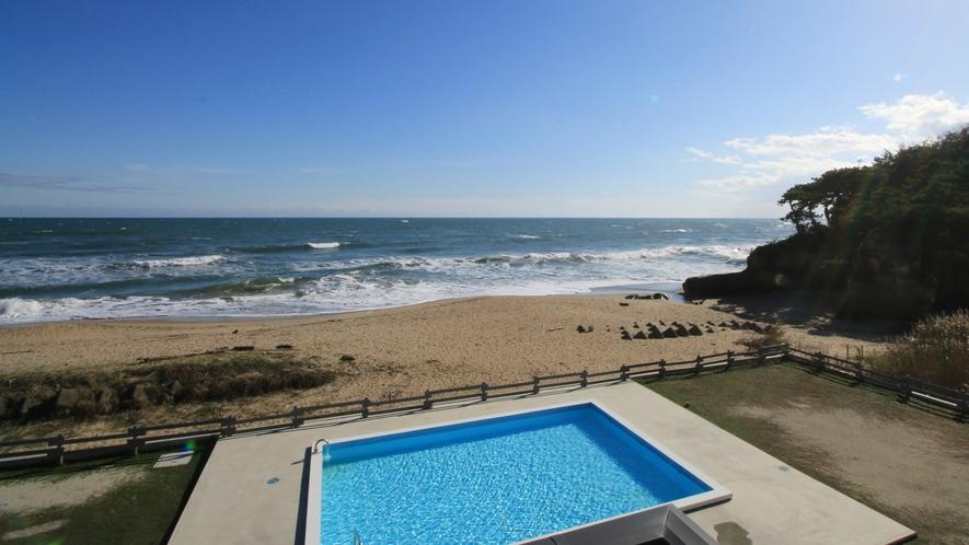 【Clapia&Pool】夏は多くの人で賑わいを見せる野外プール