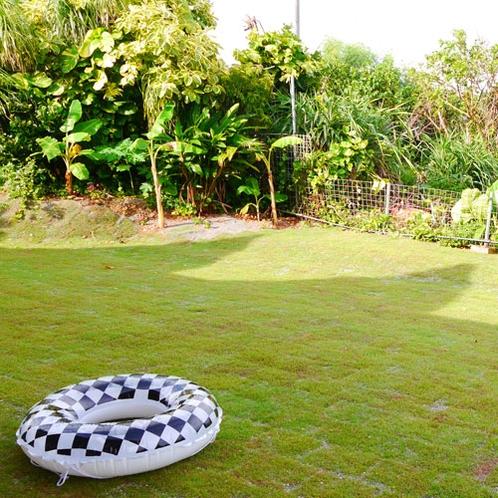 広々お庭で小さなお子様も思いっきり遊べますよ♪