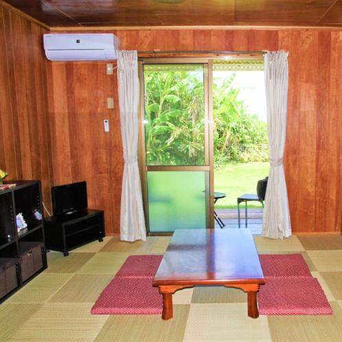 【客室】琉球畳の和室です。小さなお子様も大歓迎★