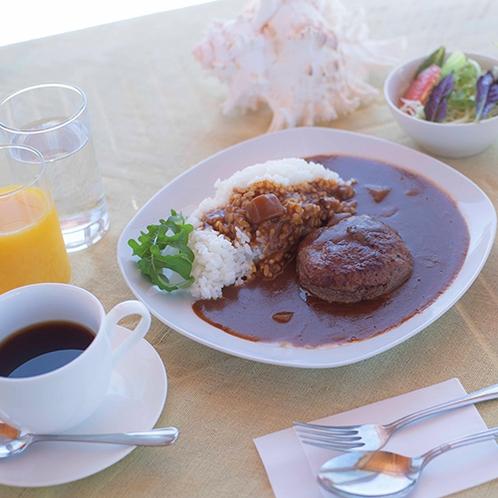 【夕食一例】沖縄県産のもとぶ牛を使ったハンバーグカレーをご用意!