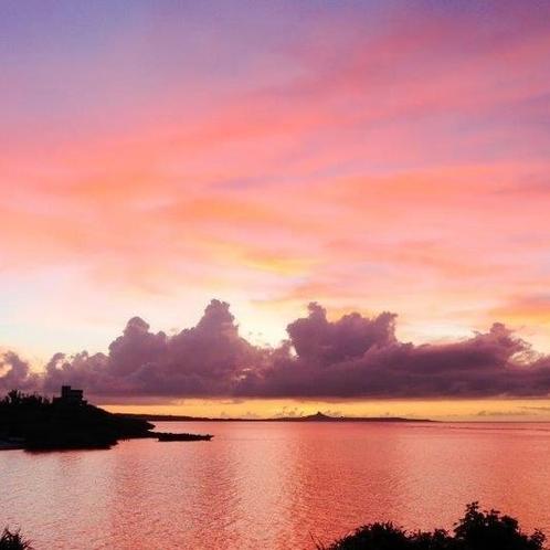 ピンク色に染まる夕焼けはまさに癒しの一時です。