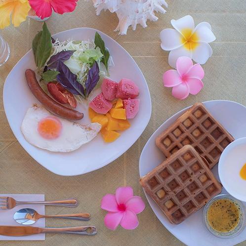 【朝食一例】自家製ワッフルやヨーグルトで健康的な朝食を!
