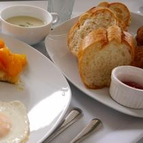 ご朝食メニュー一例※沖縄の野菜を使用しております。