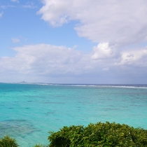 目の前は綺麗な海!