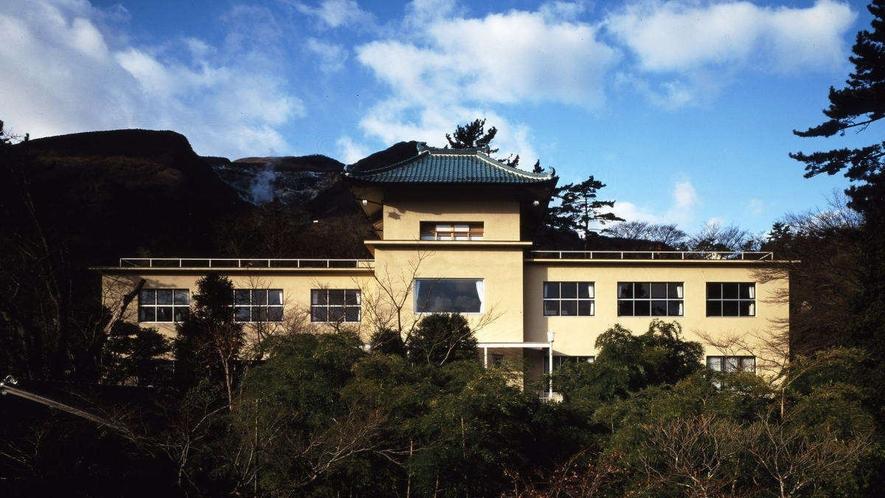 【箱根美術館】当館から徒歩約10分。四季折々の風景も楽しめる美術館♪