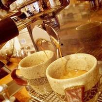 *【カフェ】オリジナルブレンドのコーヒーは、お好きな器でお楽しみ頂けます♪