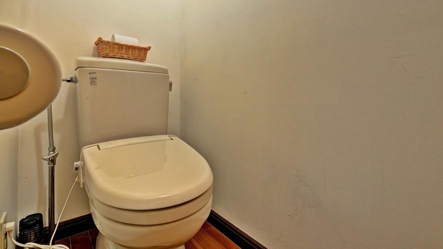 *客室TypeA(ツイン)/お手洗い。各部屋に個別にトイレが付いております。