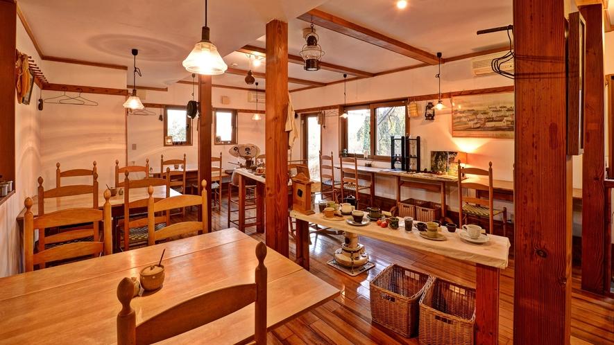 *カフェ/のんびり流れる時間の中で、お寛ぎ頂ける空間となっております。
