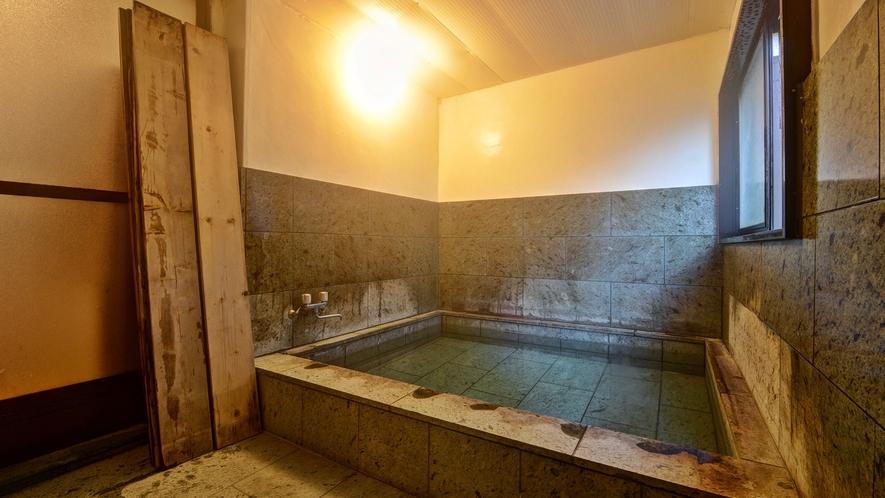 *貸切内風呂/温泉ではございませんが、風情ある造りとなっております。