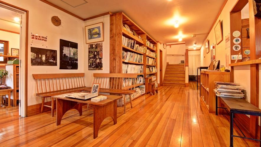 *ロビー/著名人の本や、益子町のフリーペーパー等ご用意しております。
