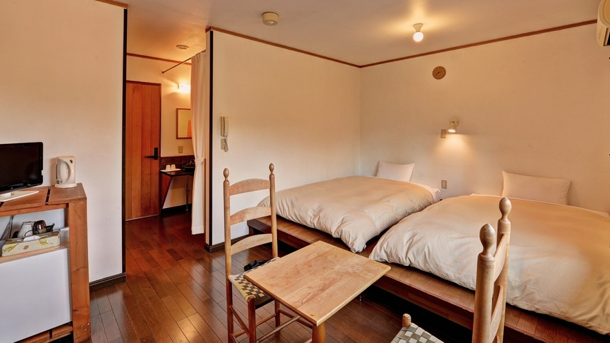*客室TypeB(ツイン)/小上がりにローベッドを置いた形のお部屋です。