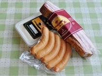 【トワ・ヴェール製品のお土産の一例】ソーセージ・ハム・ベーコン・チーズなどを組み合わたお土産です。