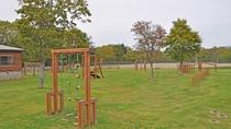 【施設周辺】子どもと一緒に楽しめるアスレチックの充実した公園