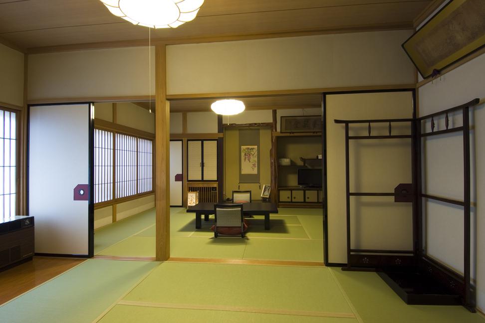 12畳以上の客室「藤の間」です