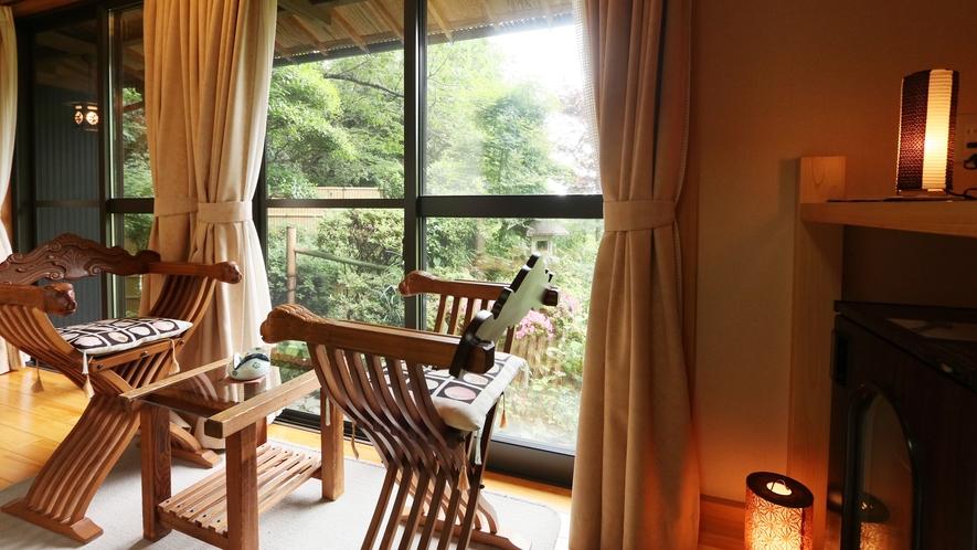 ■八重椿-yaetsubaki-■11畳*庭から見える灯篭と自然の緑が調和し、ついぼーっとしてしまい