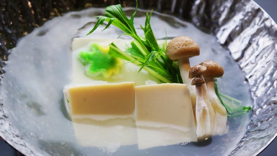 ●朝食●湯豆腐で身体を温めて朝のスタートを切りましょう!